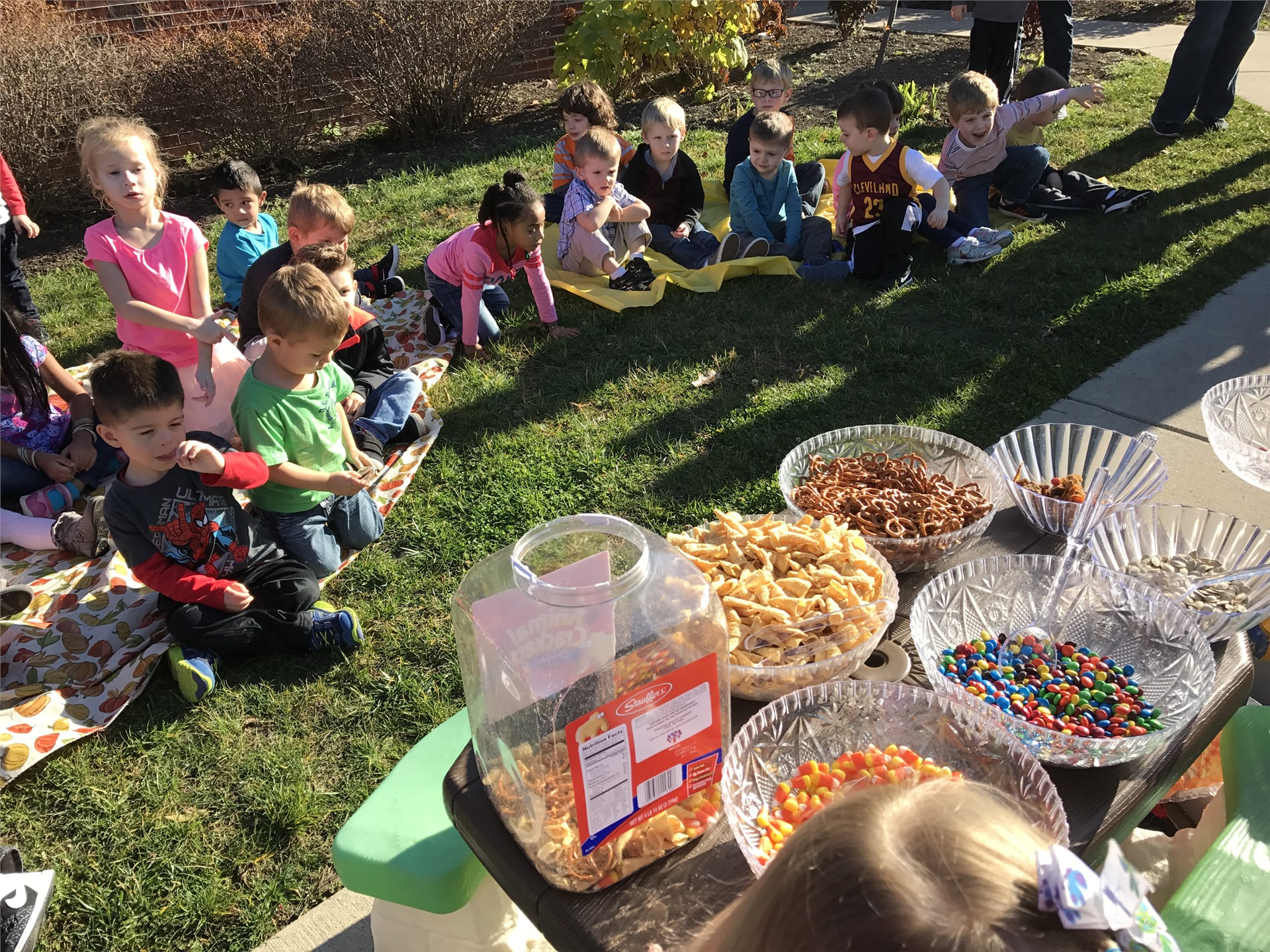 Morning preschool students prepare friendship mix