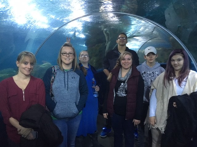 4 LEAD students and 3 staff members visiting the Greater Cleveland Aquarium